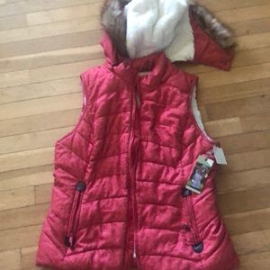 Puffer vest with removable hood